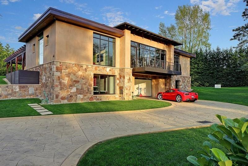 Casa de luxo com garagem para 16 carros de luxo