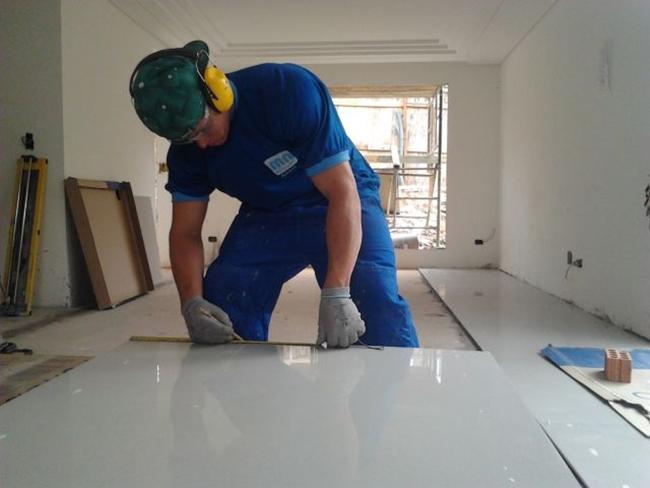 instalação de piso porcelanato tamanho grande
