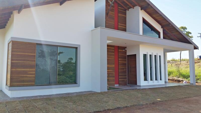 Detalhes da fachada principal da casa 'Porto Velho' construída