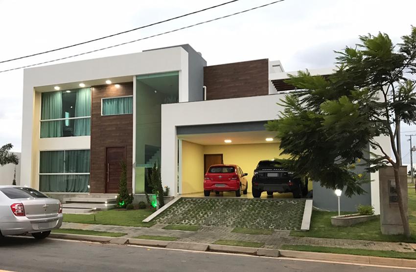 Fachada principal do sobrado Florianópolis construído com modificações