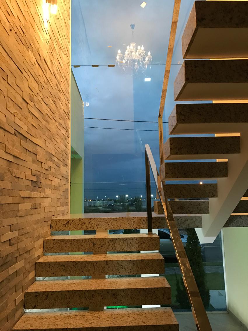 Detalhes da construção da escada - interior da casa